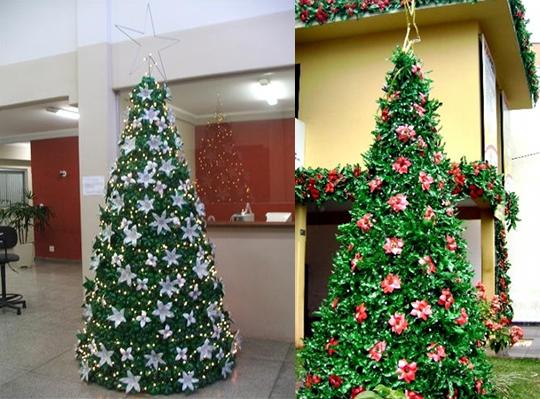 árvores de natal feitas com garrafas pet