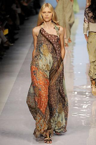 vestido de festa com estampa paisley