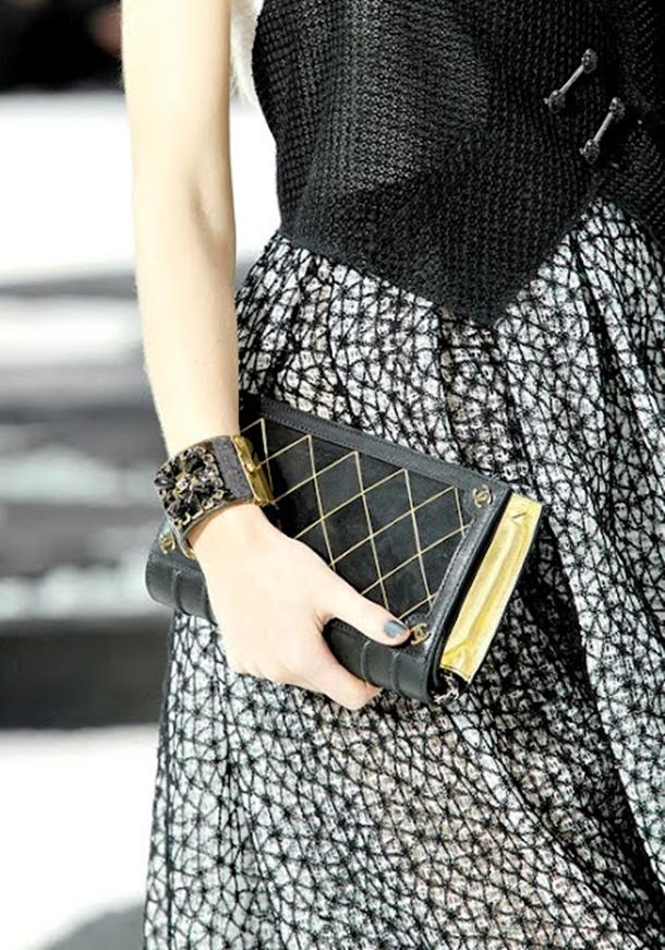 clutch book Chanel