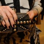 Alexander McQueen clutch, anel Valentina Joias