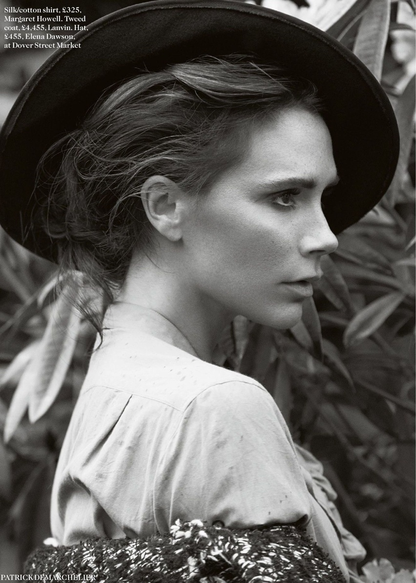 Victoria Beckham na Vogue UK Agosto 2014 - Cris Vallias Blog 11