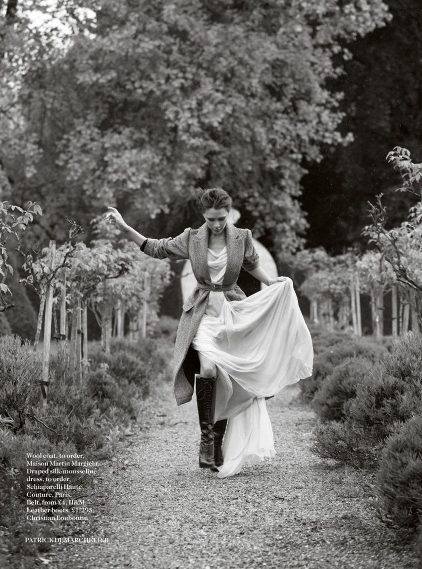 Victoria Beckham na Vogue UK Agosto 2014 - Cris Vallias Blog 7