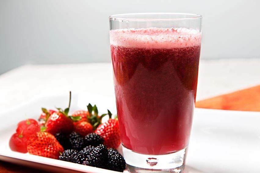 receita de vitamina de laranja, aveia, morango e frutas vermelhas - cris vallias blog 3