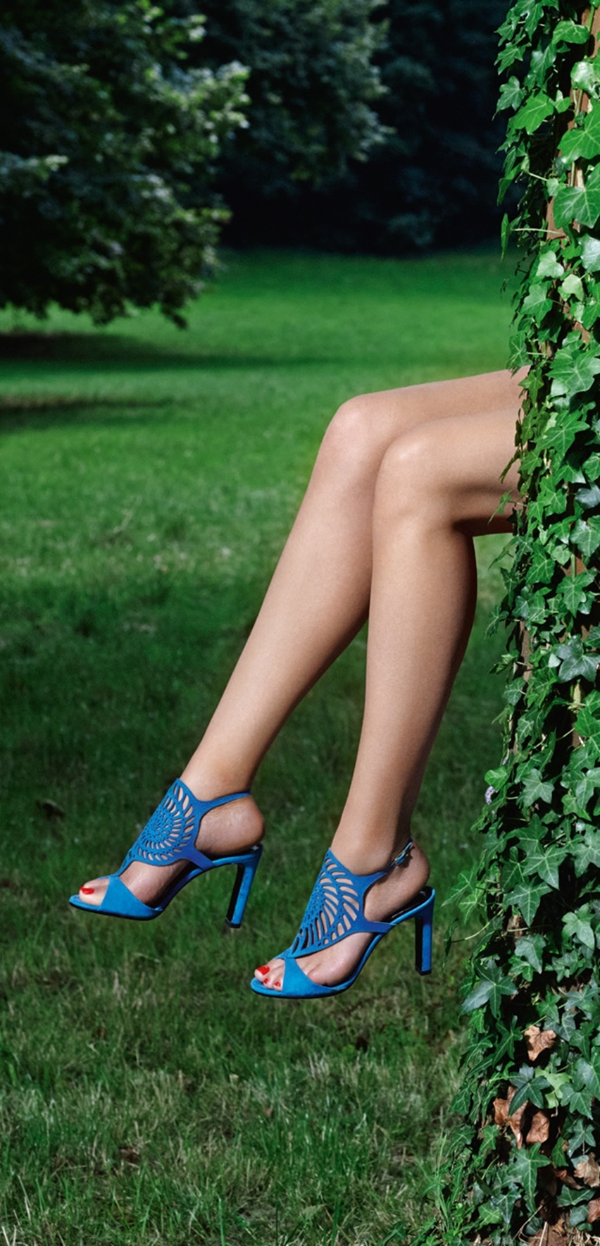 Girl on a Wire - Hermès Shoes - Cris Vallias Blog 7