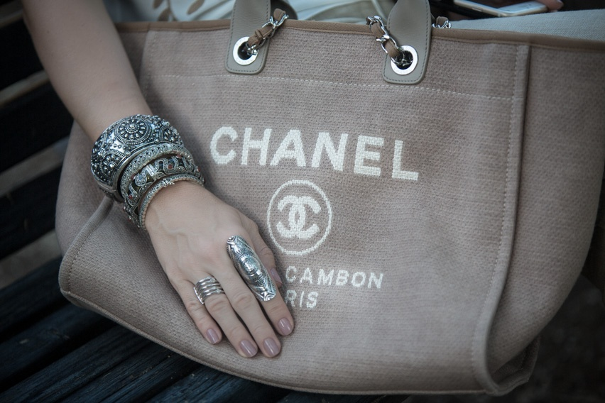 chanel bag cris vallias
