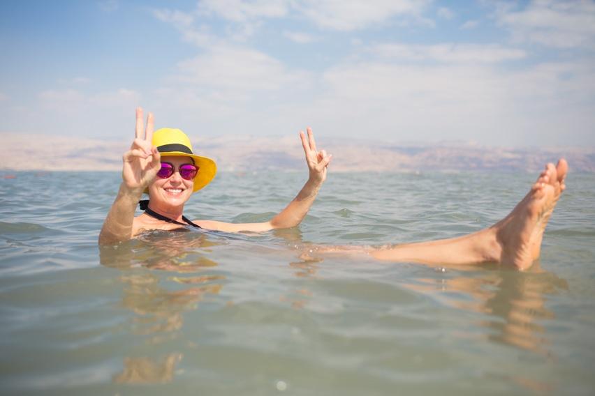 nadando no mar morto